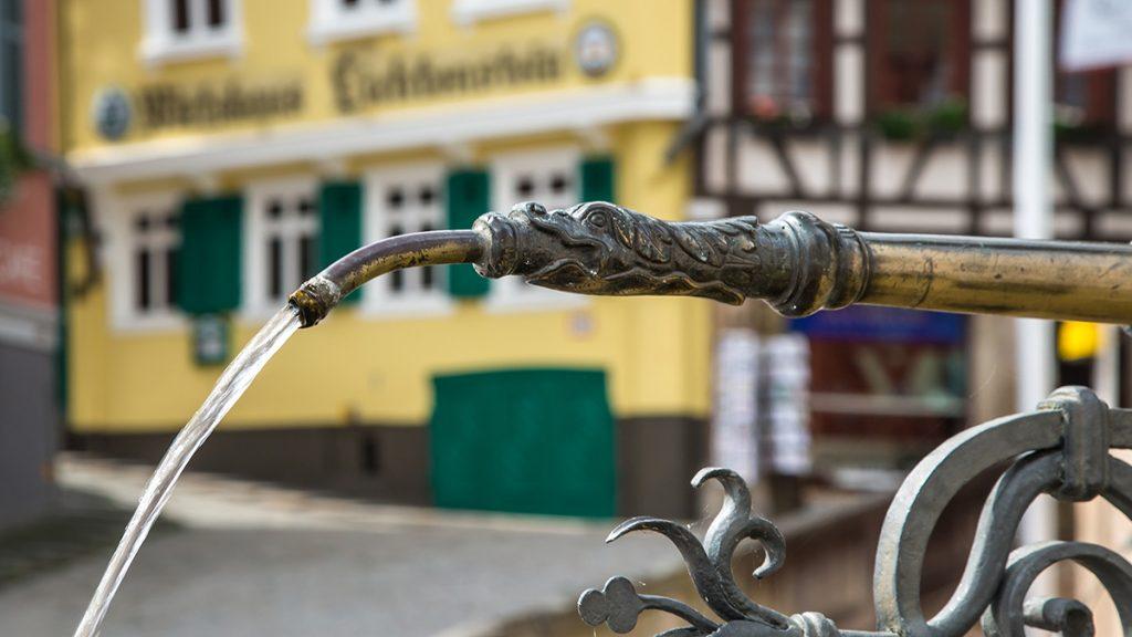 Fotos bei schlechtem Wetter: Brunnen. Foto: Franz Lechner