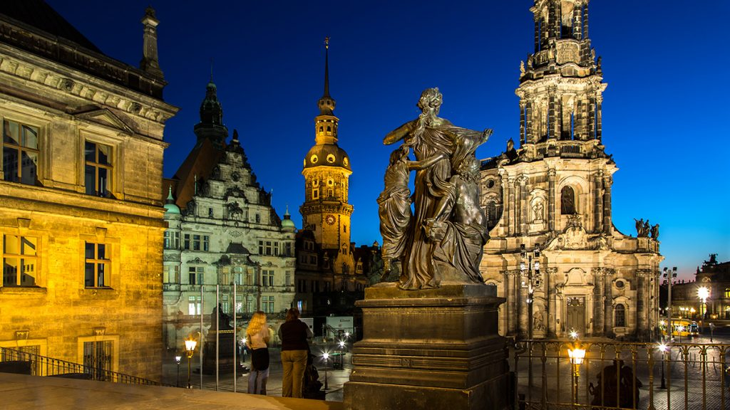 Urlaubs-DiaShow: Nachtaufnahme Hofkirche Dresden. Foto: Franz Lechner